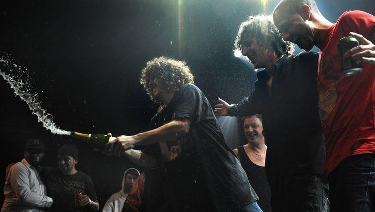 Kyteman (tweede van rechts) wint de popprijs 2009 met zijn hiphoporkest. Beeld null