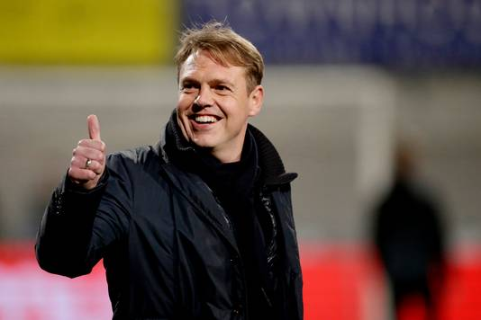 Ole Tobiasen als trainer van Almere City.
