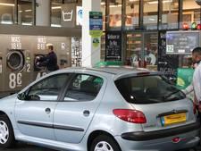 Auto voltanken en even wasje draaien in Spijkenisse