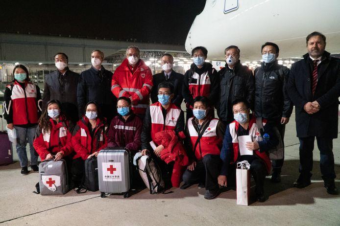 Des médecins chinois spécialisés dans la lutte contre les coronavirus sont arrivés à Rome le 12 mars 2020.