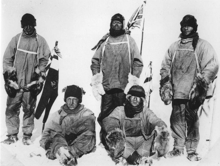 Expeditie naar de Zuidpool, met Robert Falcon Scott staand, in het midden. Beeld Bruno