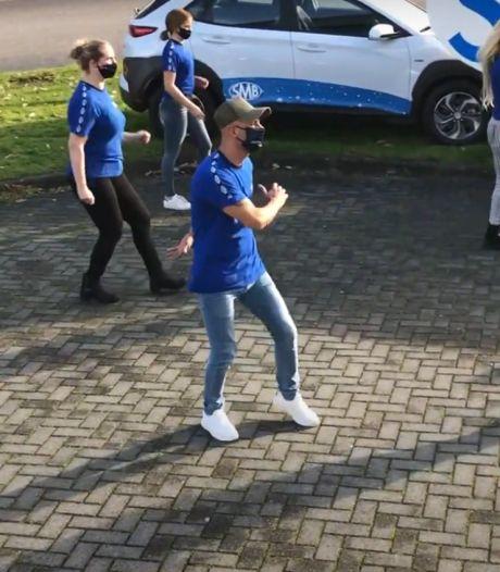 Dit schoonmaakbedrijf waagt zich ook aan bekende flashmob: 'Wij maken schoon in coronabrandhaarden'