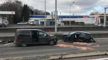 Wagen over de kop op A12 in Wilrijk