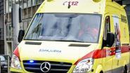 Wagen belandt in de gracht, chauffeur lichtgewond
