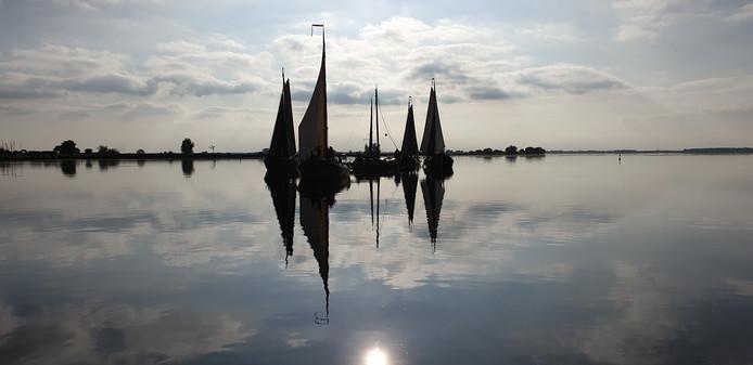 Het lijkt misschien op een foto uit Noorwegen, maar deze foto werd genomen tijdens de DARP-wedstrijd op het Eemmeer bij Spakenburg.