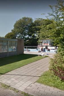 Afspraak is afspraak:  klussen in het zwembad van Sint-Maartensdijk