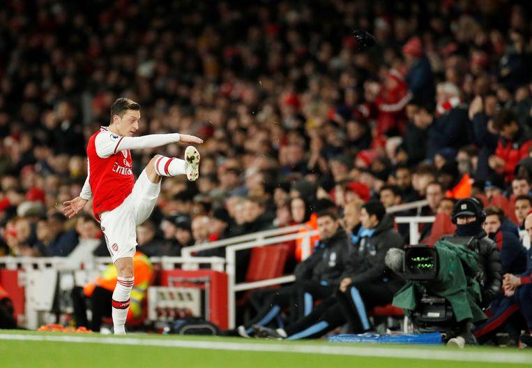 Özil werd onder meer geschrapt als karakter in online-voetbalspellen. Beeld Reuters