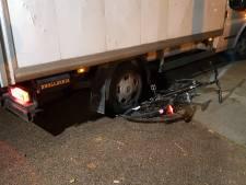 Fietser aangereden door bakwagen in Wageningen