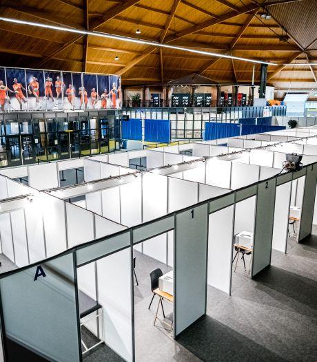 GGD stroopt de mouwen op; Indoor Sportcentrum Eindhoven omgetoverd tot mega vaccinatieplek