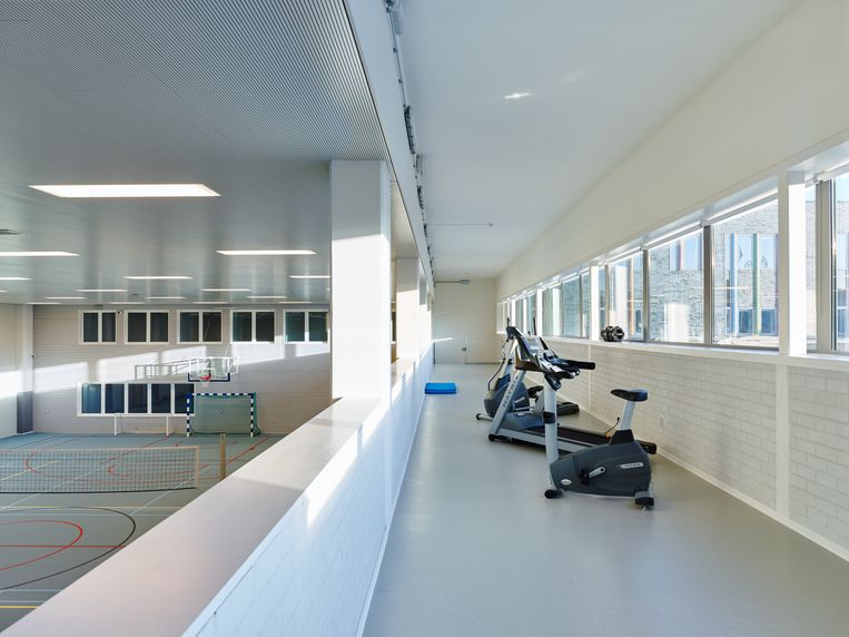Het centrum heeft zelfs een fitnessruimte en sporthal.