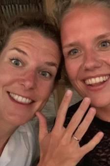 Ireen Wüst en Letitia stappen in het huwelijksbootje