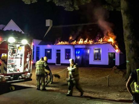 Brand in gerenoveerde smederij Lage Vuursche mogelijk aangestoken
