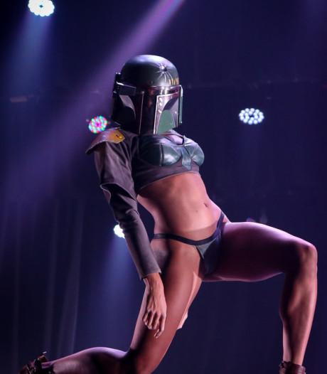 Sexy stripshow zet bekende Star Warshelden letterlijk in hun hemd