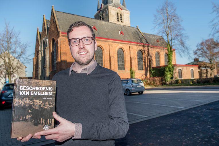 Brecht Dutilleux met zijn nieuwe boek.