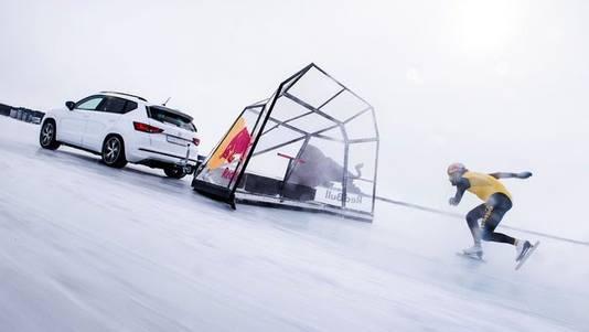 Kjeld Nuis schaatst een wereldrecord van 93 kilometer per uur.