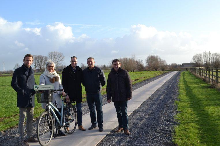 CD&V-schepenen Kristof Chanterie, Maria Polfliet, Pietro Iacopucci, Philip Himpe en Rik Soens op de Olifantwegel.
