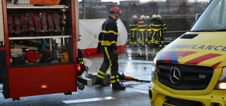 Auto in brand bij zeer ernstig ongeval op oprit A16 bij Breda-Noord