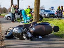 Scooterrijder raakt fietser in Oosterhout en komt lelijk ten val