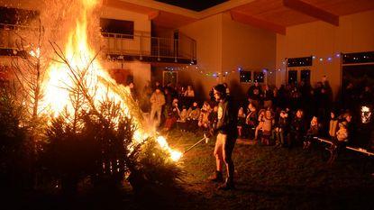 Chiro zet kerstbomen in lichterlaaie