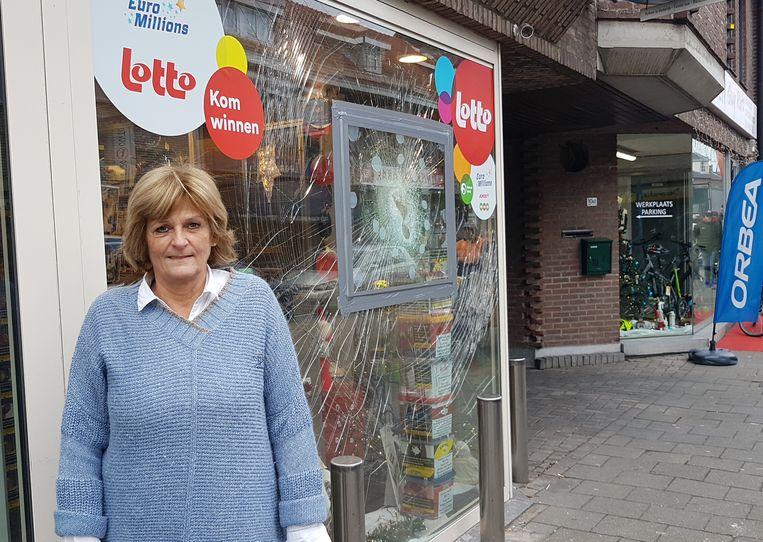 Bernadette Jansens van krantenzaak Klavertje Vier. Daar konden de aders niet binnendringen, maar de schade is aanzienlijk.