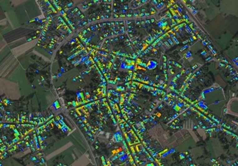 De thermografische foto toont hoe goed of slecht daken in Lebbeke geïsoleerd zijn.
