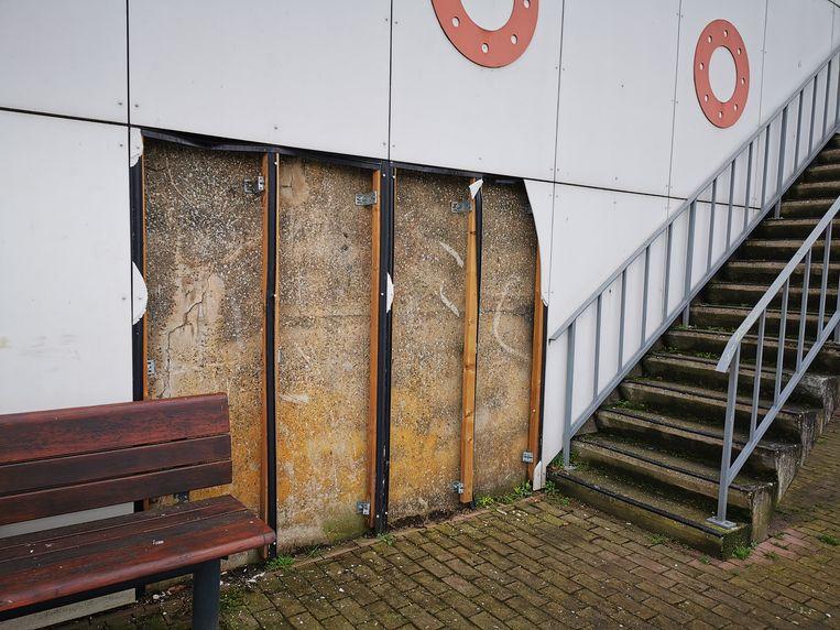 Het kunstwerk 'Boot' langs de Westdijk in Kapelle-op-den-Bos werd voor de tweede keer in drie jaar tijd geviseerd door vandalen.