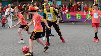 Speelplaatsvoetbal... met KDB en Dendoncker!