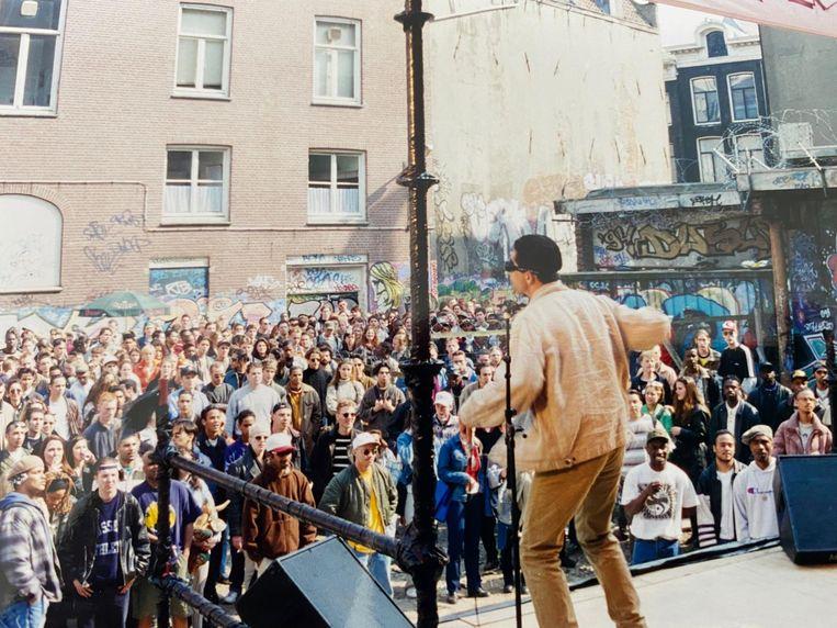 Op het braakliggende terrein achter Tuschinski werd de hiphopdroom geleefd, 1994. Beeld prive-archief De Duivel