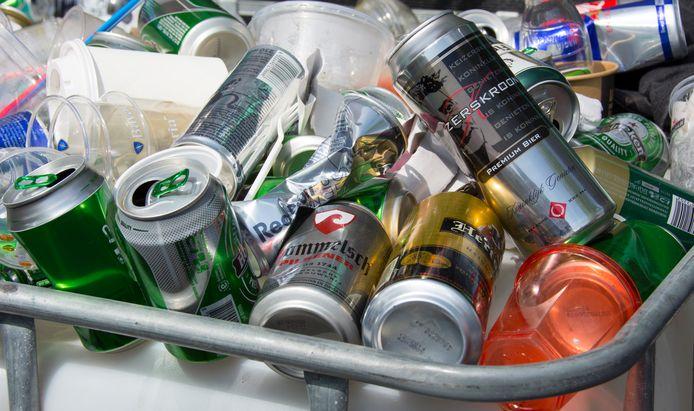 Een alcoholverbod scheelt veel afval denkt de gemeente Bergen op Zoom.