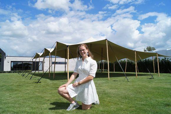 Kjenta Willems is amper 19, maar dat belet haar niet om op eigen houtje een zomerbar uit de grond te stampen.