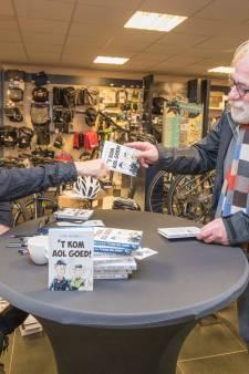 Kramndieke staat in de rij voor gesigneerd exemplaar van ''t Kom aol goed!'
