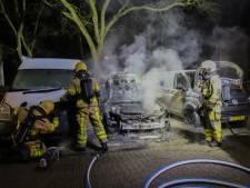 Auto brandt in holst van de nacht uit in Apeldoorn