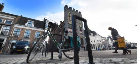 Puntjes op de i in vernieuwde Voorstraat in Vianen met komst nieuw straatmeubilair