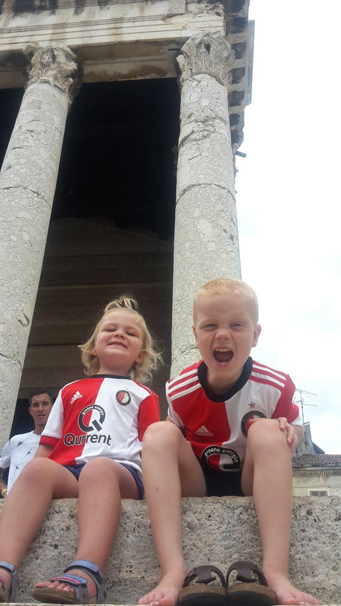 Wouter van Zelst uit Ouderkerk aan den IJssel was met zijn gezin in Istrië. Zoon Tygo en dochter Lisa hadden dikke pret in hun Feyenoordshirts.