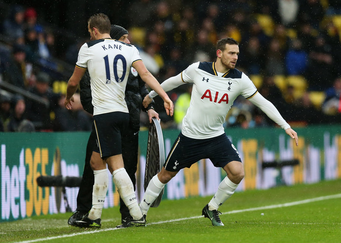 Vincent Janssen lost Harry Kane af bij Spurs.