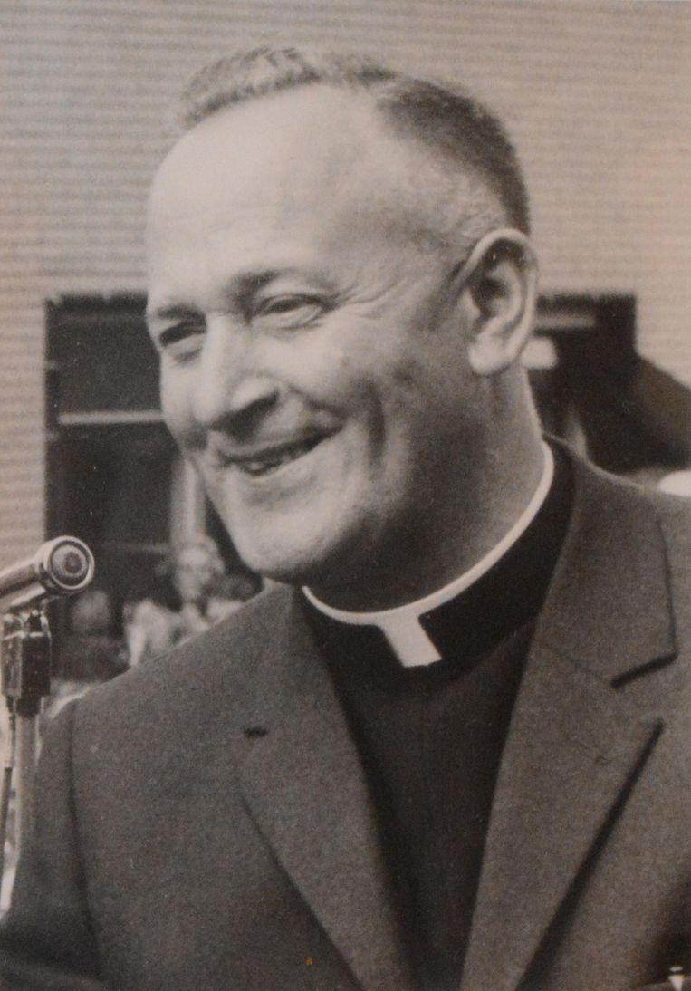 Pastoor César De Cock nam Cecile mee naar Doel bij zijn benoeming in 1967.