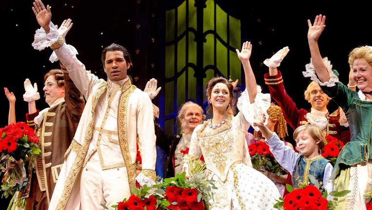 Cast op het podium tijdens de première Beeld null