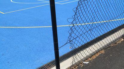 Jaar na opening nu al vandalisme aan multisportveldjes
