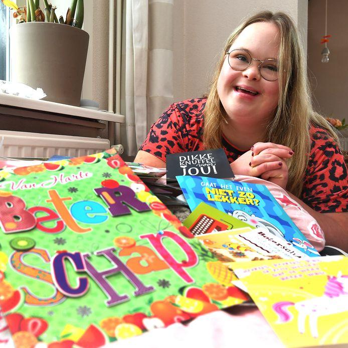 Josephine van Alem, thuis tussen de kaartjes die haar opfleuren.