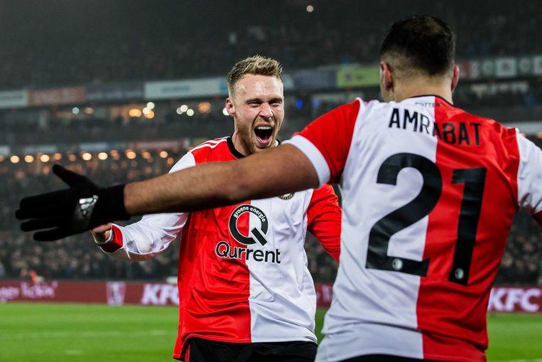 Feyenoord-spits Nicolai Jorgensen viert  zijn doelpunt met teamgenaat Sofyan Amrabat. Beeld ANP Pro Shots