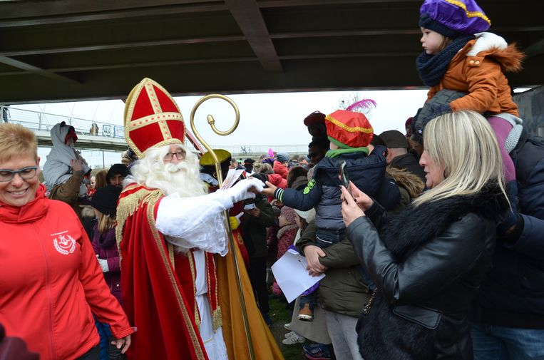 Sinterklaas komt aan in Denderleeuw.