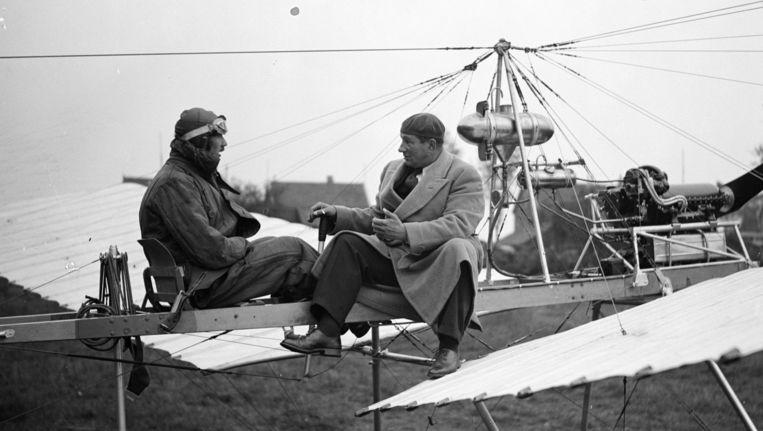 Anthony Fokker (rechts) op een Spin, een vliegtuig naar het ontwerp van Fokker Beeld anp