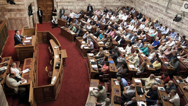 Alexis Tsipras spreekt het Griekse parlement toe (16 juni).