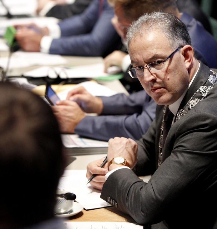 Burgemeester Aboutaleb in de raadzaal in Rotterdam.