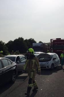 Vrachtwagen en meerdere auto's betrokken bij zwaar ongeluk Wijchen