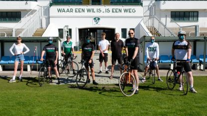 Racing Cycling Club verdeelt groen-witte mondmaskers