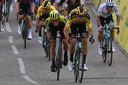 Van Aert sprint sneller dan zijn collega's.