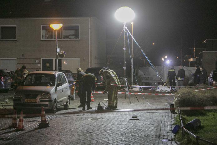Precies een jaar geleden kwam een 39-jarige inwoner van Swifterband om het leven toen illegaal vuurwerk van dichtbij ontplofte. De politie deed uitgebreid onderzoek na de dodelijke explosie. Een jaar later is het stil in het hofje: het ongeluk liet diepe sporen na.