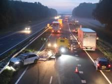 Auto total loss door ongeluk met vrachtwagen op A18 bij Didam