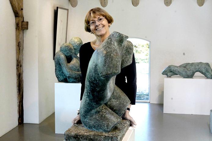 Maïté Duval tijdens een van haar vele exposities.